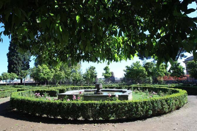 Uno scorcio del labirinto del giardino di Boni (Jpeg)