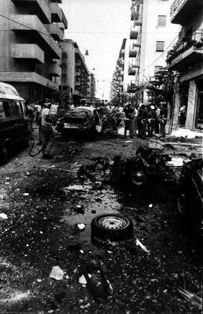 Via Pipitone Federico dopo l'esplosione che ha ucciso Rocco Chinnici. Palermo, 29 luglio 1983.  � Shobha/Contrasto