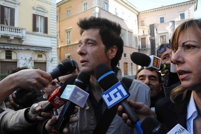 Il fratello di Emanuela, Pietro Orlandi è stato il primo ad arrivare (Foto Mario Proto)