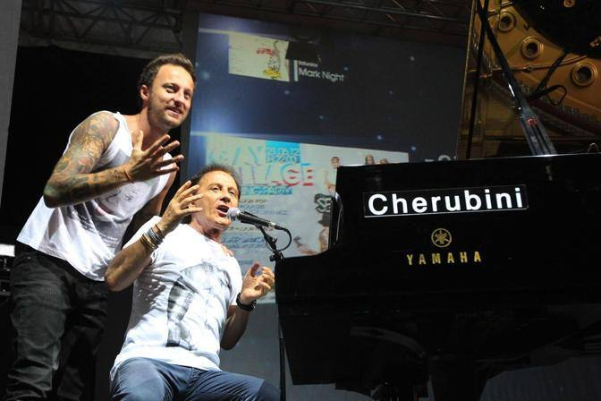 Dj Francesco sul palco del Gay Village con il padre Roby Facchinetti, tastierista e cantante dei Pooh (Jpeg Fotoservizi)