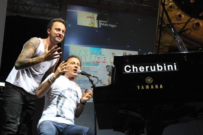 Dj Francesco sul palco del Gay Village con il padre Roby Facchinetti, tastierista e cantante dei Pooh (Jpeg Fotoservizi)