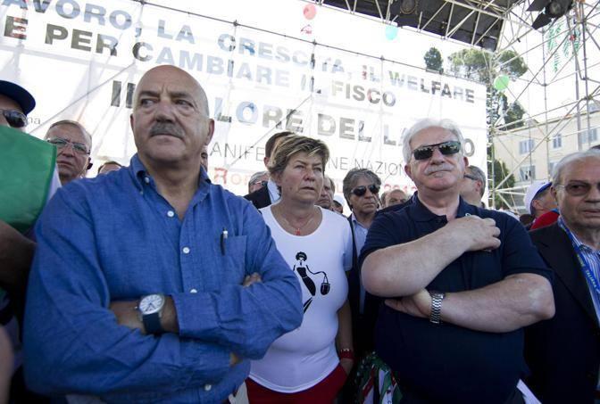 Manifestazione unitaria dei sindacati sabato mattina a Roma per il lavoro, la crescita, il welfare e la riforma del fisco. Da sinistra: Luigi Angeletti, Susanna Camusso e Raffaele Bonanni  (Ansa)