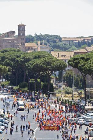 La manifestazione a Roma dei Sindacati di Base contro la politica del governo Monti (Jpeg Fotoservizi)