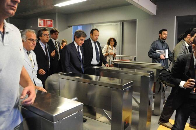 Alemanno ai tornelli della B1: inaugurata la nuova tratta della metropolitana che da piazza Bologna prosegue fino a Conca d'Oro (foto Mario Proto)