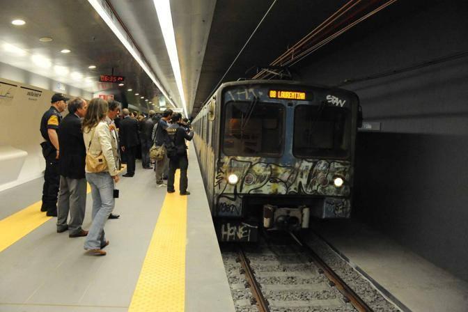 Un vecchio treno della B sulla nuova tratta B1 della metropolitana, che da piazza Bologna prosegue fino a Conca d'Oro (foto Mario Proto)
