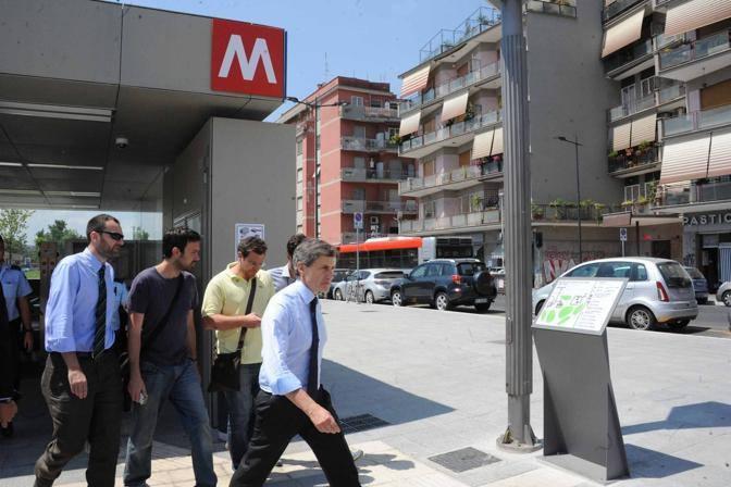 Il sindaco Gianni Alemanno arriva al capolinea della B1 a Conca d'Oro (Proto)