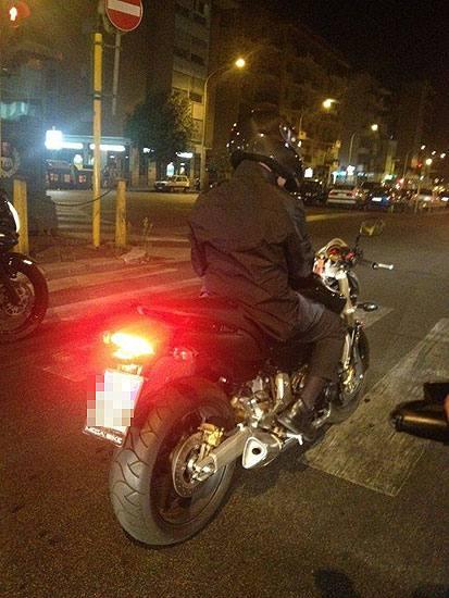 Alemanno in moto (foto da twitter di @LucaBaccarelli1)