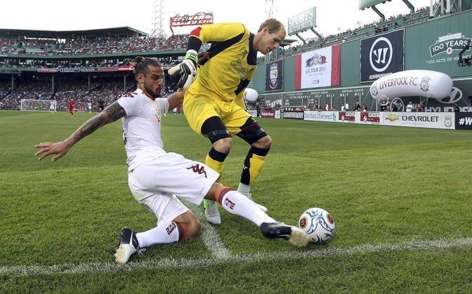 ll contrasto tra  Pablo Daniel Osvaldo e Peter Gulacsi del Liverpool (Foto Ap)