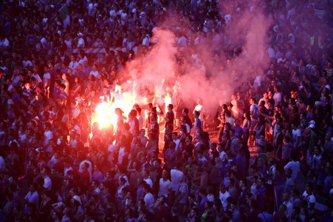Fumogeni tra i tifosi al Circo Massimo (Eidon)