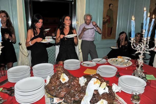 La festa scatologica organizzata da Paolo Pazzaglia a Roma (dal sito http://ilportaborse.com)
