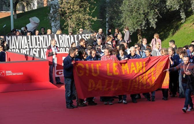 Crisi e tagli: sul red carpet dell'Auditorium gli operai delle fabbriche a rischio (Jpeg)