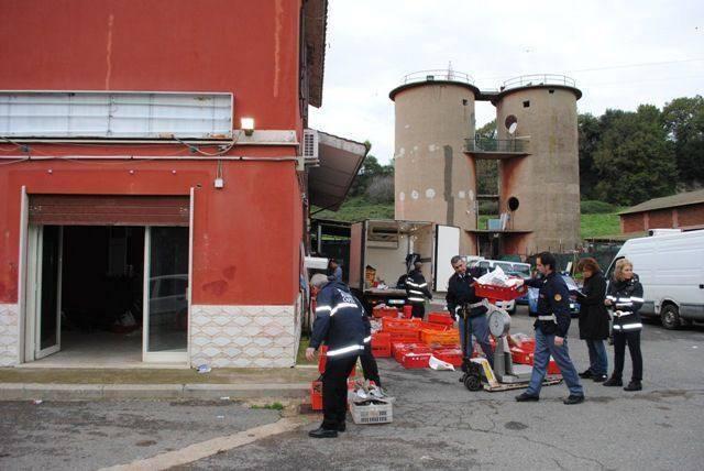 I salumi scaduti e avariati sequestrati nel deposito a Trigoria (Proto)