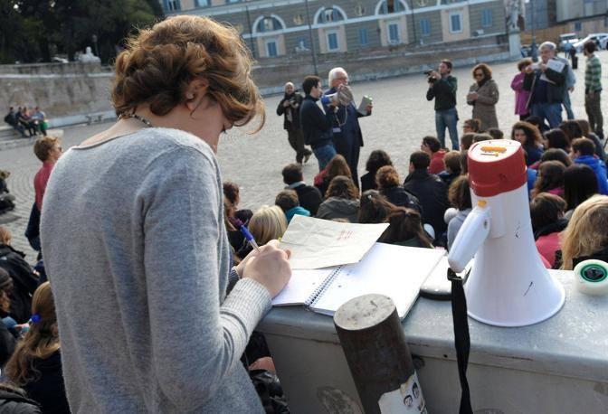 Lezione all'aperto in piazza del Popolo (Foto Jpeg)