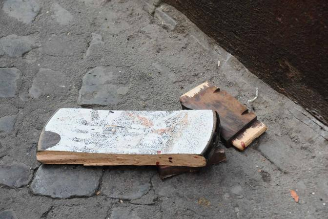 Uno dei pezzi di legno usati come arma (Proto)