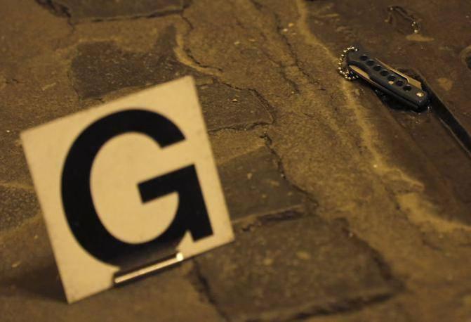 Uno dei coltelli trovati dalle forze dell'ordine (Reuters)