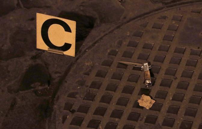 Un altro coltello usato dai teppisti (Reuters)