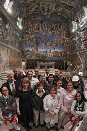 I professionisti che ogni notte aiutano a conservare gli affreschi di Michelangelo e la Cappella Sistina (foto Benvegnù-Guaitoli © Musei Vaticani - Tutti i diritti riservati)