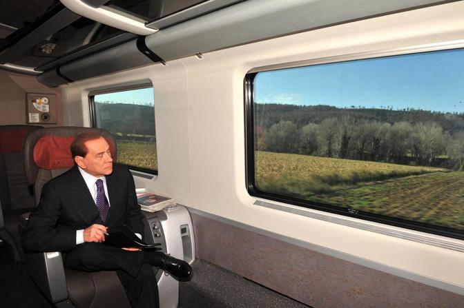 Aereo Privato Silvio Berlusconi : Berlusconi torna a milano insieme alla fidanzata pascale