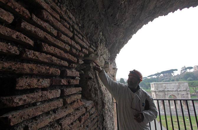 Completato il restauro su 60 metri quadrati dei cento totali che compongono la galleria del terzo livello (foto Jpeg)