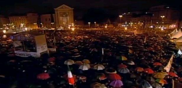 Tsunamitour: folla a San Giovanni a Roma. Gli organizzatori ironizzano: siamo 50 mila. Ma poi Grillo annuncia: «Siete 800 mila, vi abbiamo replicato col photoshop» (dalla diretta di Corriere.tv)