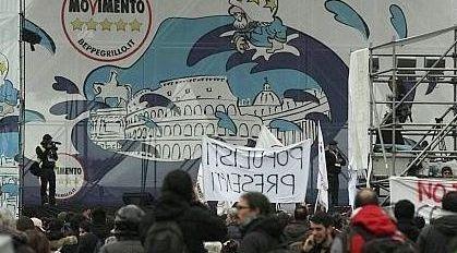 A San Giovanni  discussione tra servizio di sicurezza di M5S giornalisti, fotografi e cameraman: la stampa italiana non è stata ammessa sul palco di Grillo ad eccezione di SkyTg24 (Ansa)