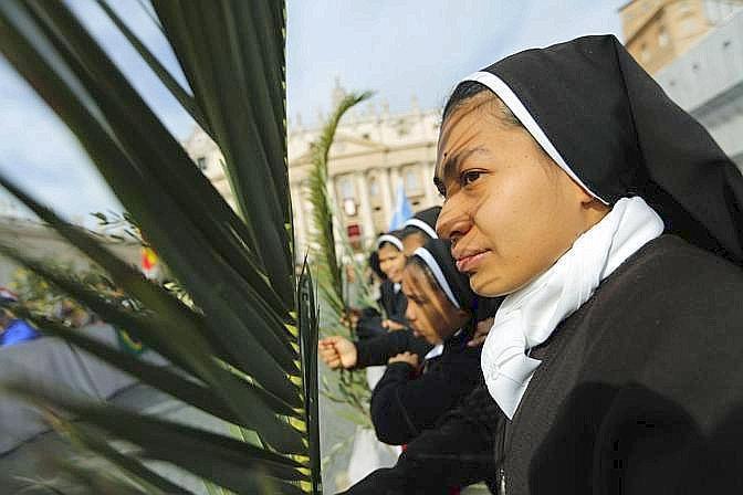 In piazza oltre 250 mila fedeli arrivati per la Messa delle Palme (Ap)
