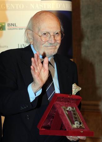 A 95 anni si è spento a Roma il maestro Armando Trovajoli, una vita per la musica. Fra le sue composizioni più famose «Roma nun fa' la stupida stasera». Ansa/Onorati