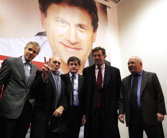 Nel 2006 con il comitato di candidatura a sindaco di Gianni Alemanno (Fotogramma)