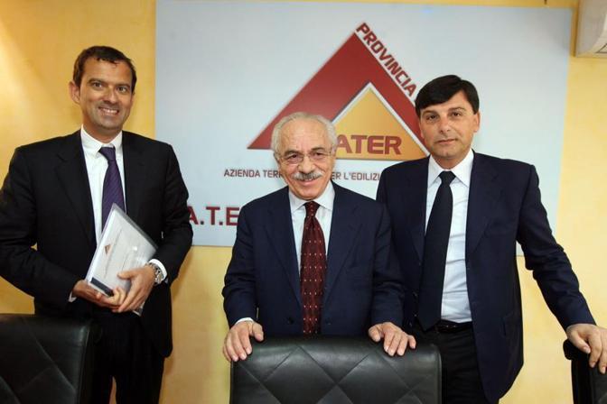 Nel 2011 all'elezione di Massimo Cacciotti (a destra) nuovo commissario provinciale dell'Ater. A sinistra Fabrizio Urbani (foto Jpeg)