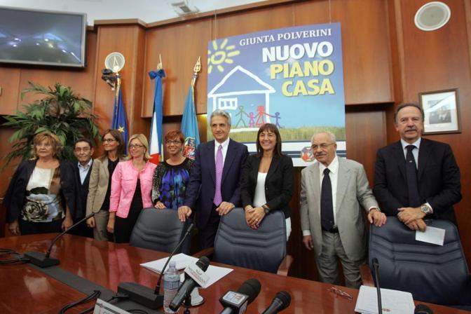 Nel 2011 con la giunta regionale Polverini di cui era assessore alla Casa, durante la presentazione del piano Casa (foto Eidon)