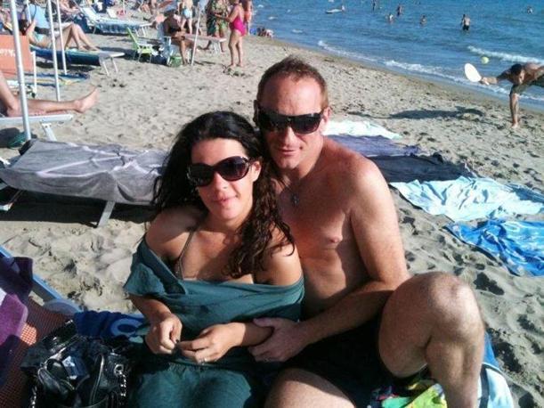 Cristian Agostini, guardia giurata di 39 anni, con la sua compagna, Chiara Di Vita, 27 anni: venerdì lui le ha sparato e poi si è tolto la vita (Proto)