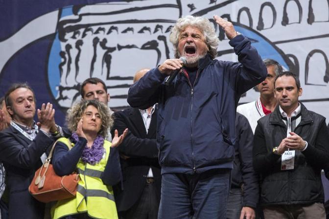 Beppe Grillo alla chiusura della campagna elettorale per il sindaco di  Roma (foto Jpeg)