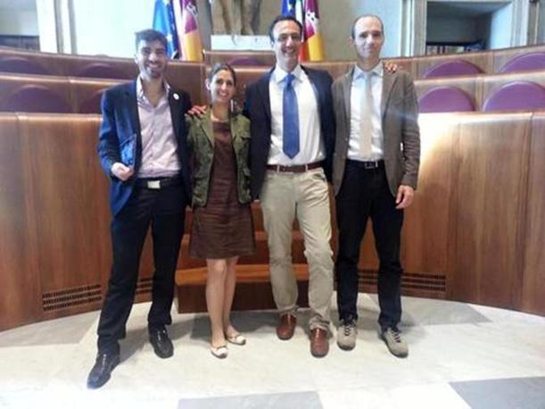 I neo consiglieri M5S del Campidoglio (da sinistra), Enrico Stefano, Virgina Raggi, l'ex candidato sindaco Marcello De Vito e Daniele Frongia per la prima volta in Campidoglio (foto Ansa)
