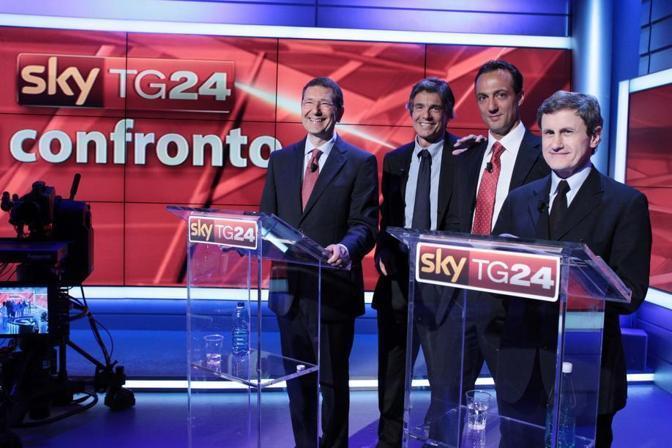 Marcello De Vito insieme agli altri tre candidati sindaco di Roma (da sinistra marino, Marchini e Alemanno) in un confronto tv durante la campagna elettorale (Imagoeconomica)