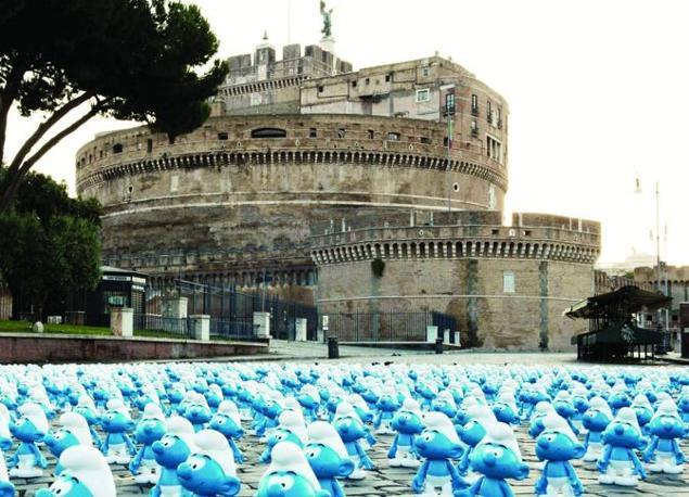 Sabato 22 Roma si tinge di blu nella Giornata Mondiale dei Puffi, l'evento che in tutto il mondo ricorda la nascita di Peyo, creatore delle creature «alte due mele o poco più» (foto Omniroma),