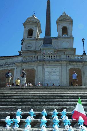 Puffi segnalati anche in  Piazza di Spagna, Piazza Navona  sino a Via della Conciliazione (foto Omniroma)