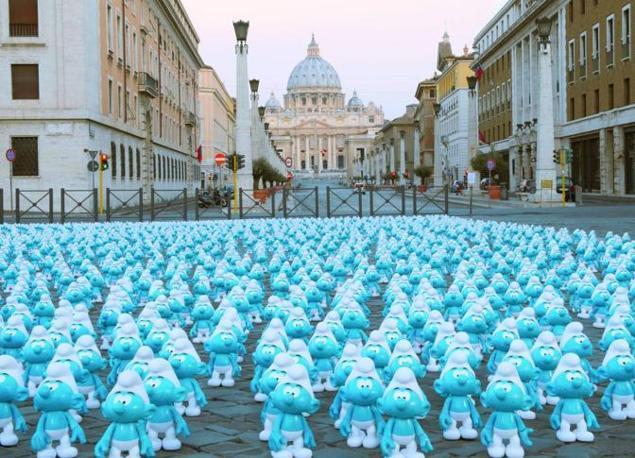 I puffi davanti a San Pietro (foto Omniroma)