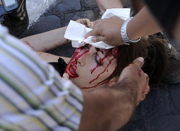 Tensione a Roma durante il corteo per la casa: scontri con la polizia, ferita una ragazza (Foto Jpeg)