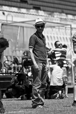 Il regista Enrico Maria Artale sul set