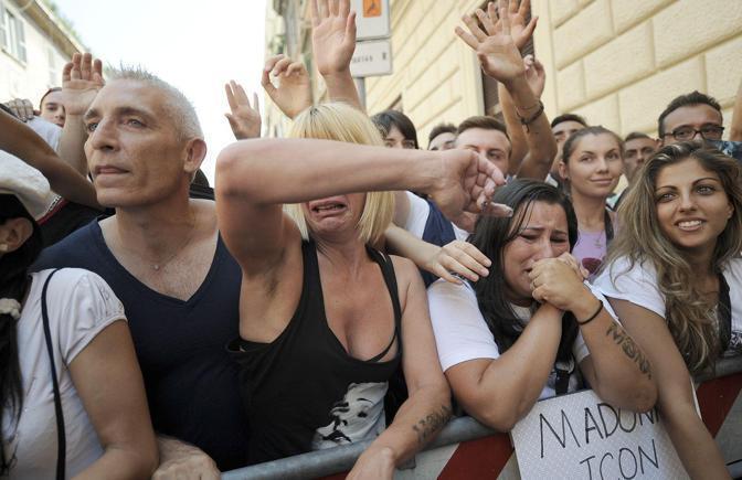 Fan in delirio, ma Madonna si fa attendere (Jpeg)