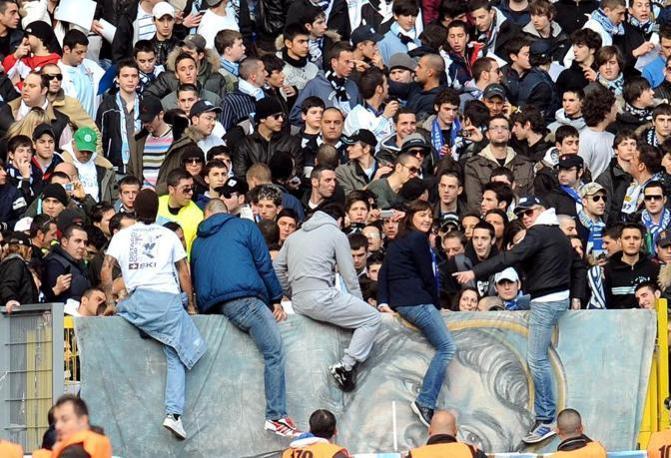 Il15 marzo 2010,  pochi giorni prima della sua elezione a governatrice, Renata Polverini (fede biancoceleste) assiste in Curva Nord alla partita  Lazio- Bari persa per due a zero (Ansa)