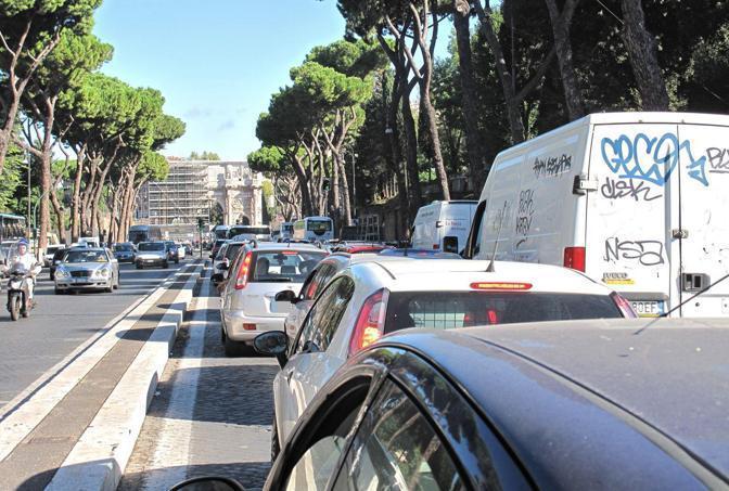 Lo sciopero dei trasporti del primo ottobre ha paralizzato il traffico a Roma (foto Jpeg)