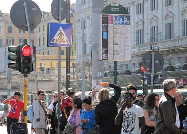 Sciopero dei trasporti indetto dal Sul martedì primo ottobre. Alla stazione Termini  passeggeri in attesa e pochi mezzi in circolazione (foto Jpeg)