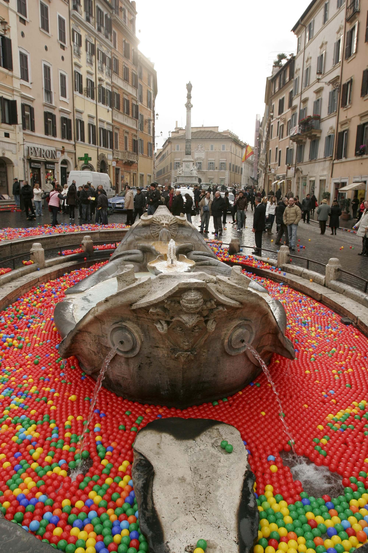 La Barcacci invasa dalle palline (Reuters)