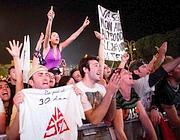 I fan di Vasco con i loro striscioni sotto il palco del 1° maggio (Eidon)