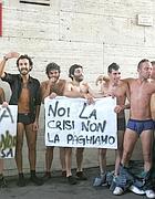 Studenti romani protestano in mutande contro riforma e carovita (foto Eidon)