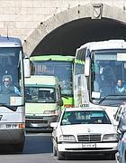 Caos pullman all'uscita del traforo Pasa sotto al Gianicolo (Jpeg)