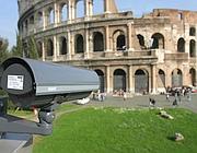 Sorveglianza: una delle telecamere puntate sull'area del Colosseo
