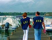 Agenti della Forestale provvedono al sequestro del molo sul lago di Paola