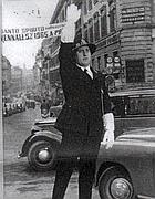 Alberto Sordi in piazza Venezia ne «Il vigile» del 1961